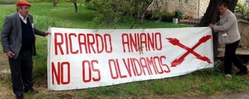 Pancarta colocada por militantes carlistas en el lugar donde ocurrieron las incidentes. Manuel Martorell